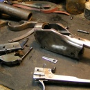 Úpravy a opravy replik historických zadovek a originálů: opravy a úpravy mechanismů, výroba montáží na optiku, úpravy a výroba hlavní
